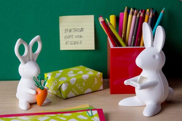 デスクでウサギを飼いましょう!キュートな「デスクバニーはさみ&クリップホルダー」