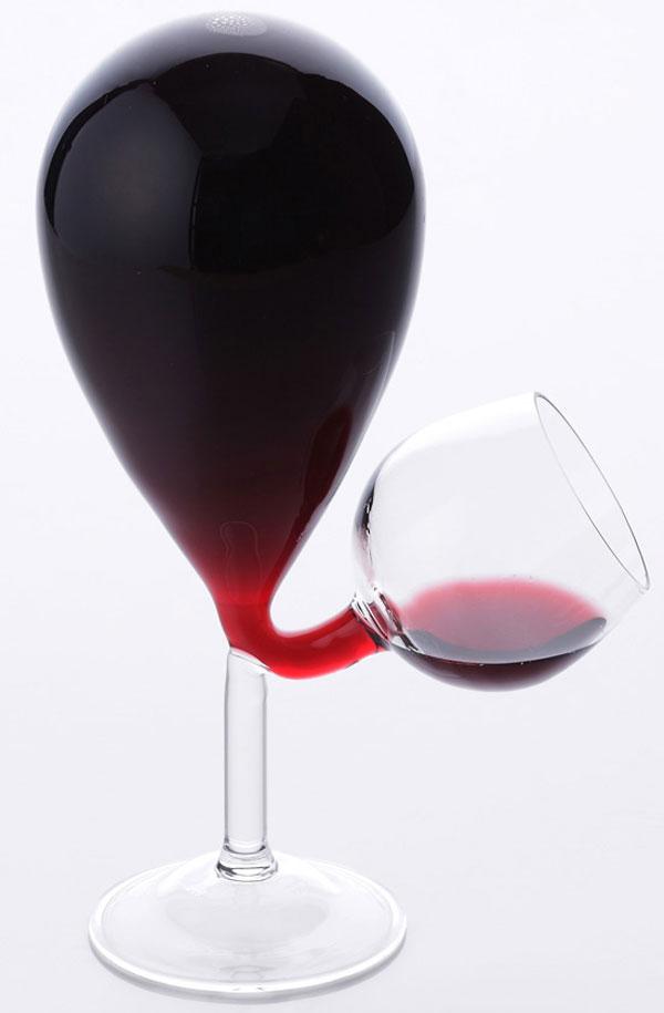 ボトルとグラス一体型ワイングラスで美味しく「共栄デザイン グラスタンク」