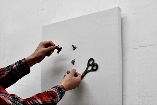 鍵はもうなくさない!鍵を壁にくっつけるだけでアートに「キー収納 eninal Tray」