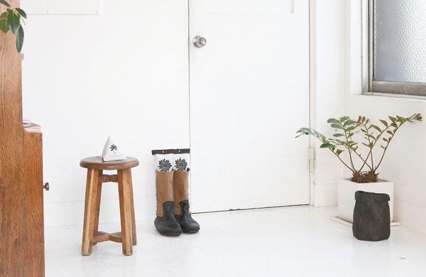 空気を清浄にする炭がスタイリッシュ「IOTC ( アイオーティカーボン ) 炭草花」