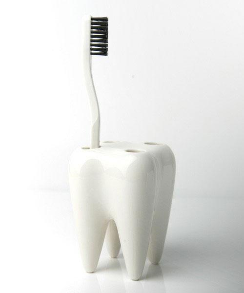 歯ブラシは歯に置くと収まりがいい「PROPAGANDA 歯ブラシホルダー」