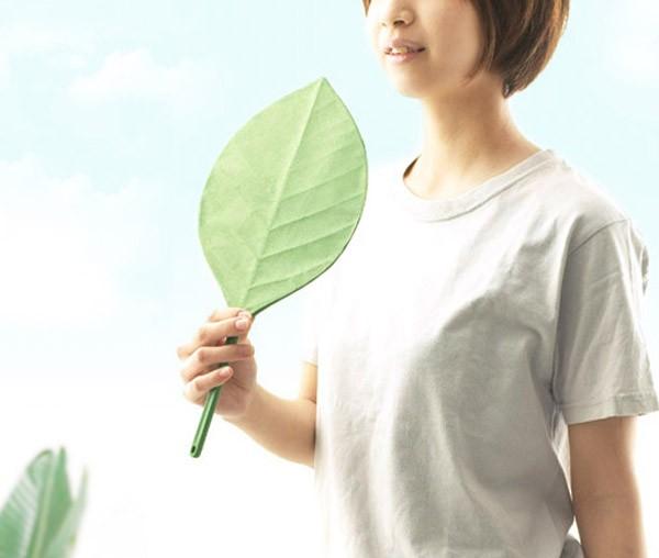 葉っぱの形をしたうちわ「葉うちわ」