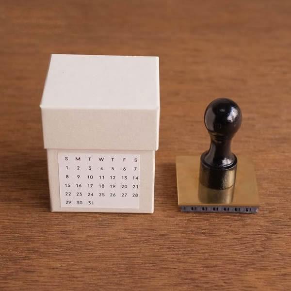 時間がゆったり流れる 「水縞 ハンコ」のハンコ式オリジナル万年カレンダー
