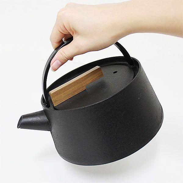 新しい鉄瓶の形「小泉誠デザイン 南部鉄瓶 tetu」