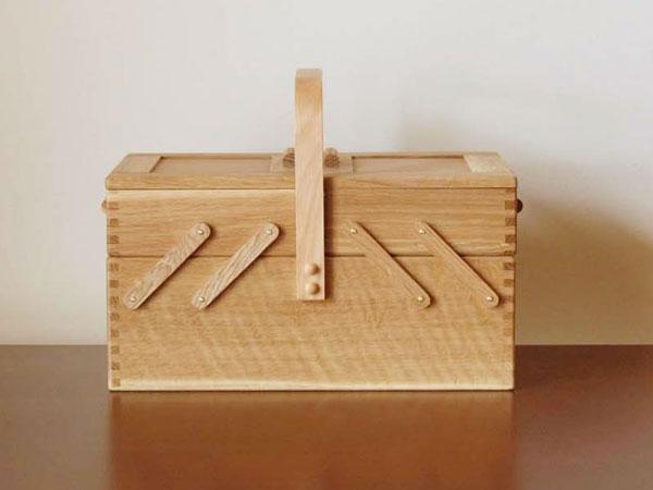 国産のナラ材を使用した職人による裁縫箱「倉敷意匠 ならのソーイングボックス」