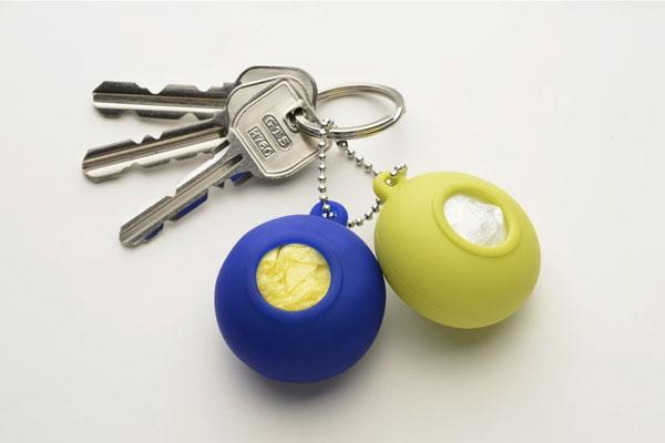 レジ袋をスマートに携帯できる「+d Pocket - Plastic Bag Holder」